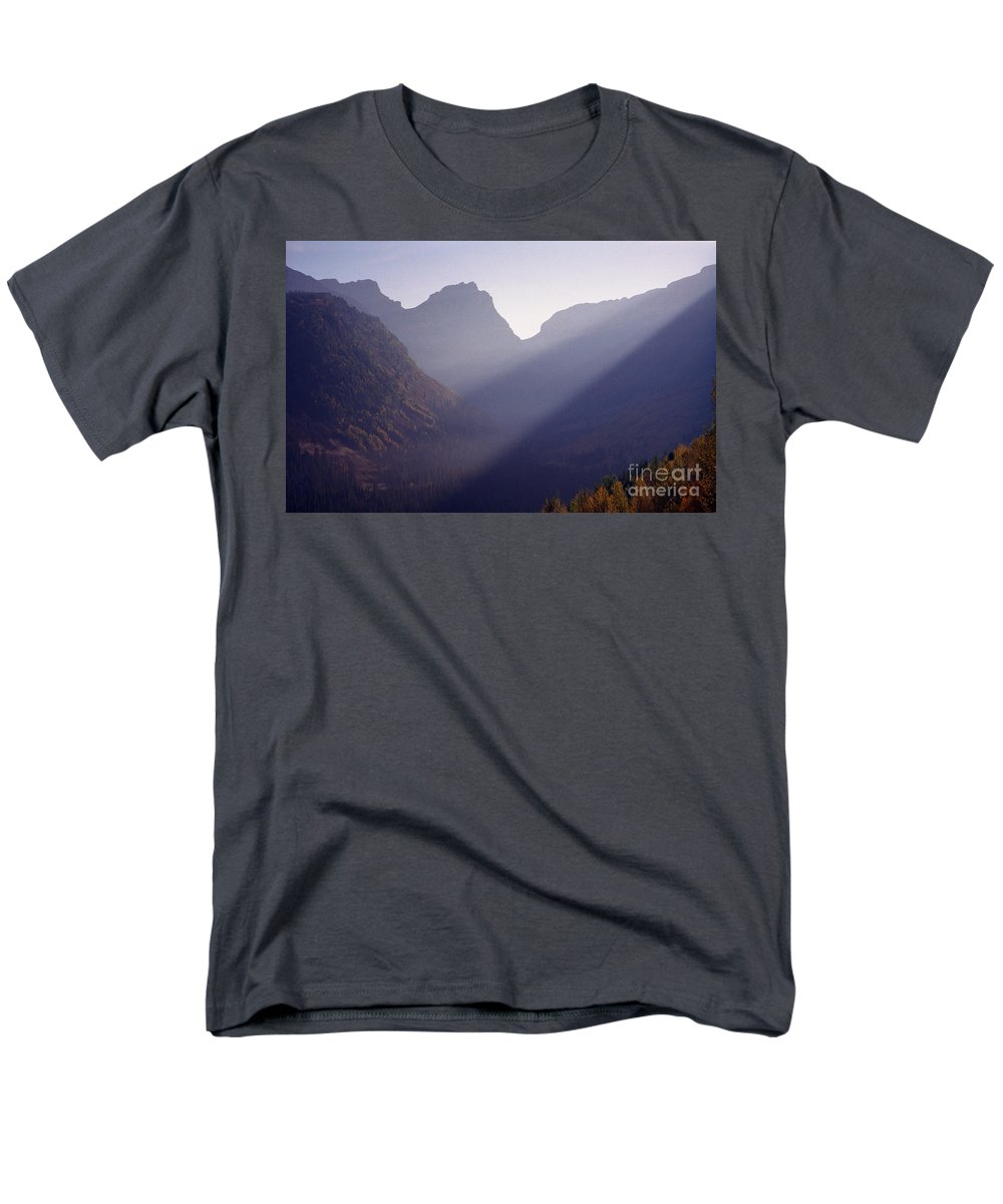 Mountains Men's T-Shirt (Regular Fit) featuring the photograph Logan Pass by Richard Rizzo