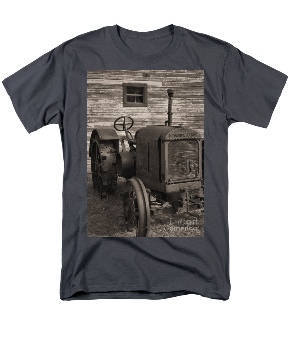 Abandoned Men's T-Shirt (Regular Fit) featuring the photograph The Old Mule by Richard Rizzo