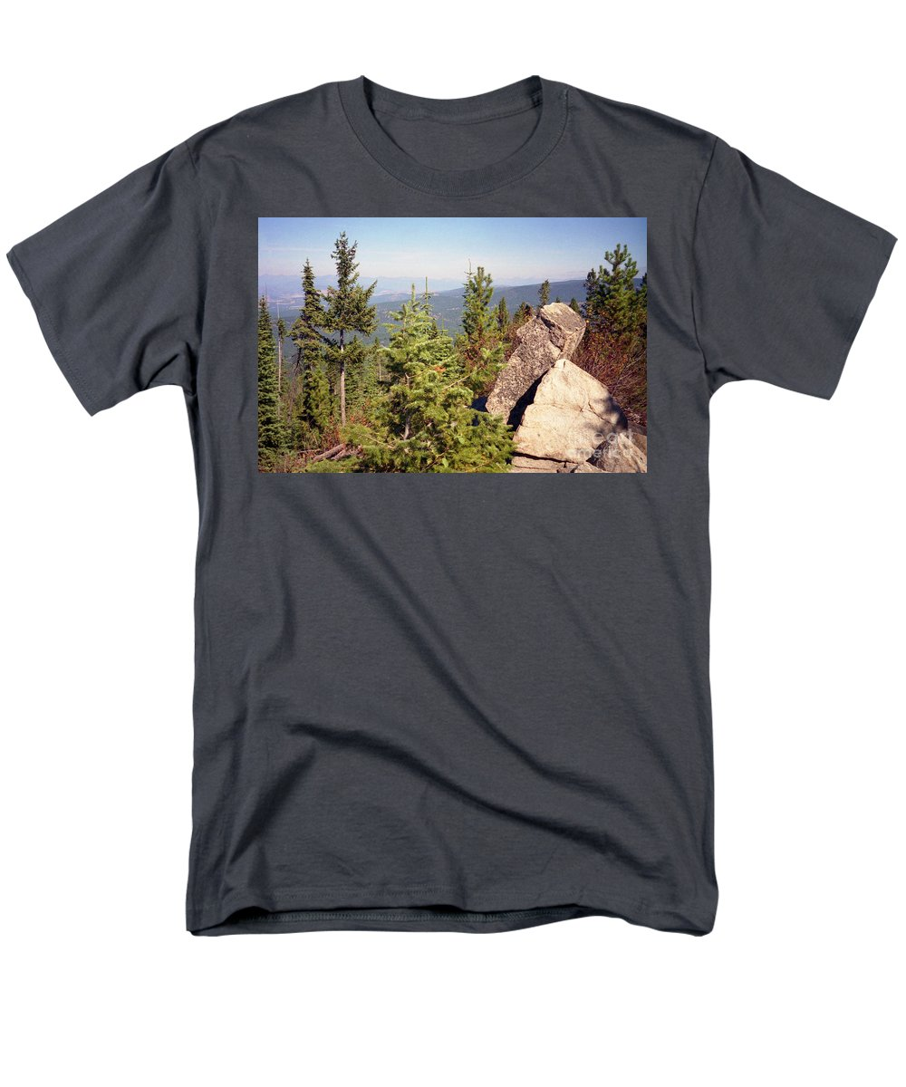 Landscapes Men's T-Shirt (Regular Fit) featuring the photograph The Star Gazer by Richard Rizzo