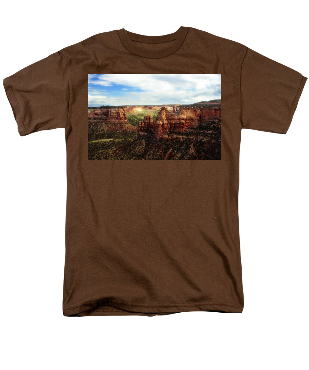 Americana Men's T-Shirt (Regular Fit) featuring the photograph Colorado National Monument by Marilyn Hunt
