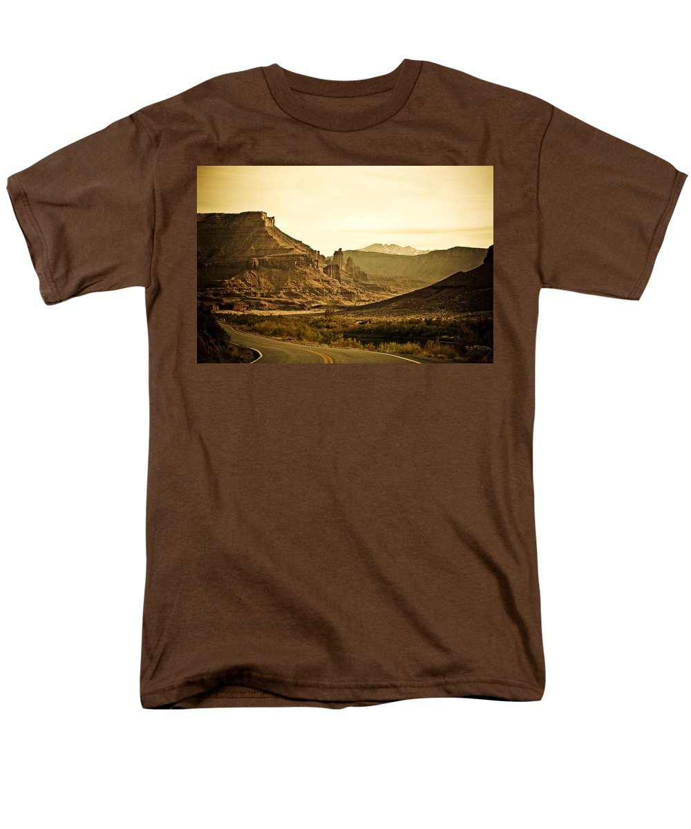Americana Men's T-Shirt (Regular Fit) featuring the photograph Evening in the Canyon by Marilyn Hunt