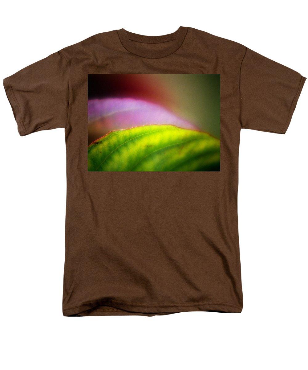 Macro Men's T-Shirt (Regular Fit) featuring the photograph Macro Leaf by Lee Santa