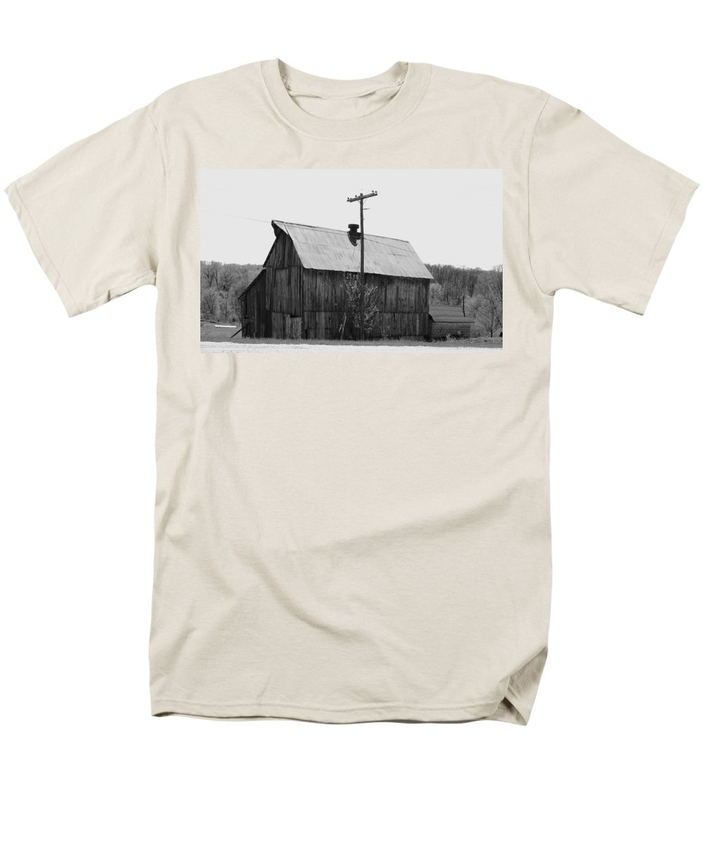 Barns Men's T-Shirt (Regular Fit) featuring the photograph Barn On The Side Of The Road by Angus Hooper Iii