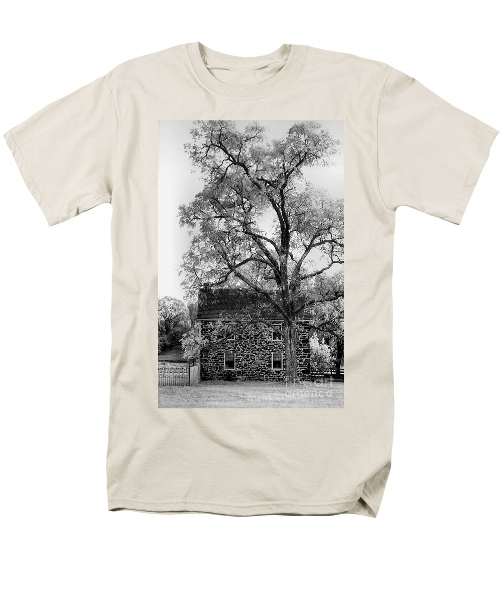 Homes Men's T-Shirt (Regular Fit) featuring the photograph Old Stone House by Richard Rizzo