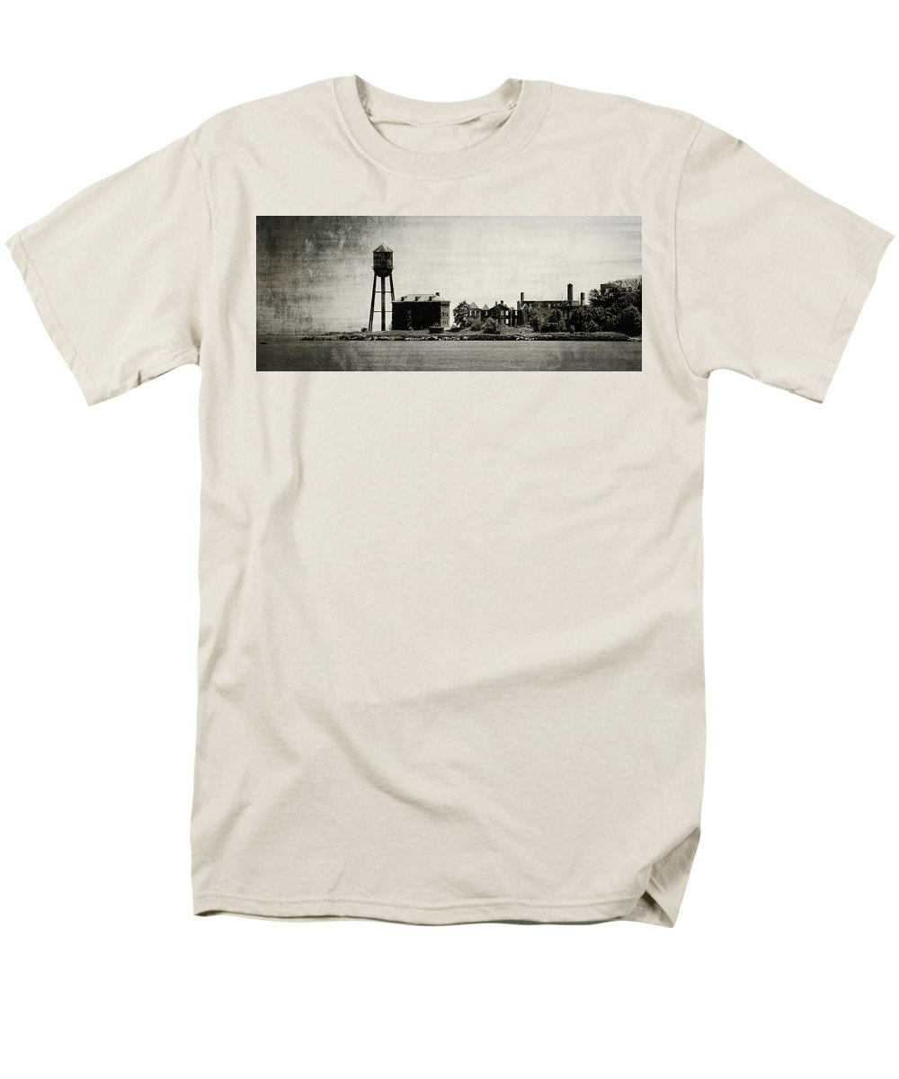 Forts Men's T-Shirt (Regular Fit) featuring the photograph Fort Slocum by Richard Rizzo