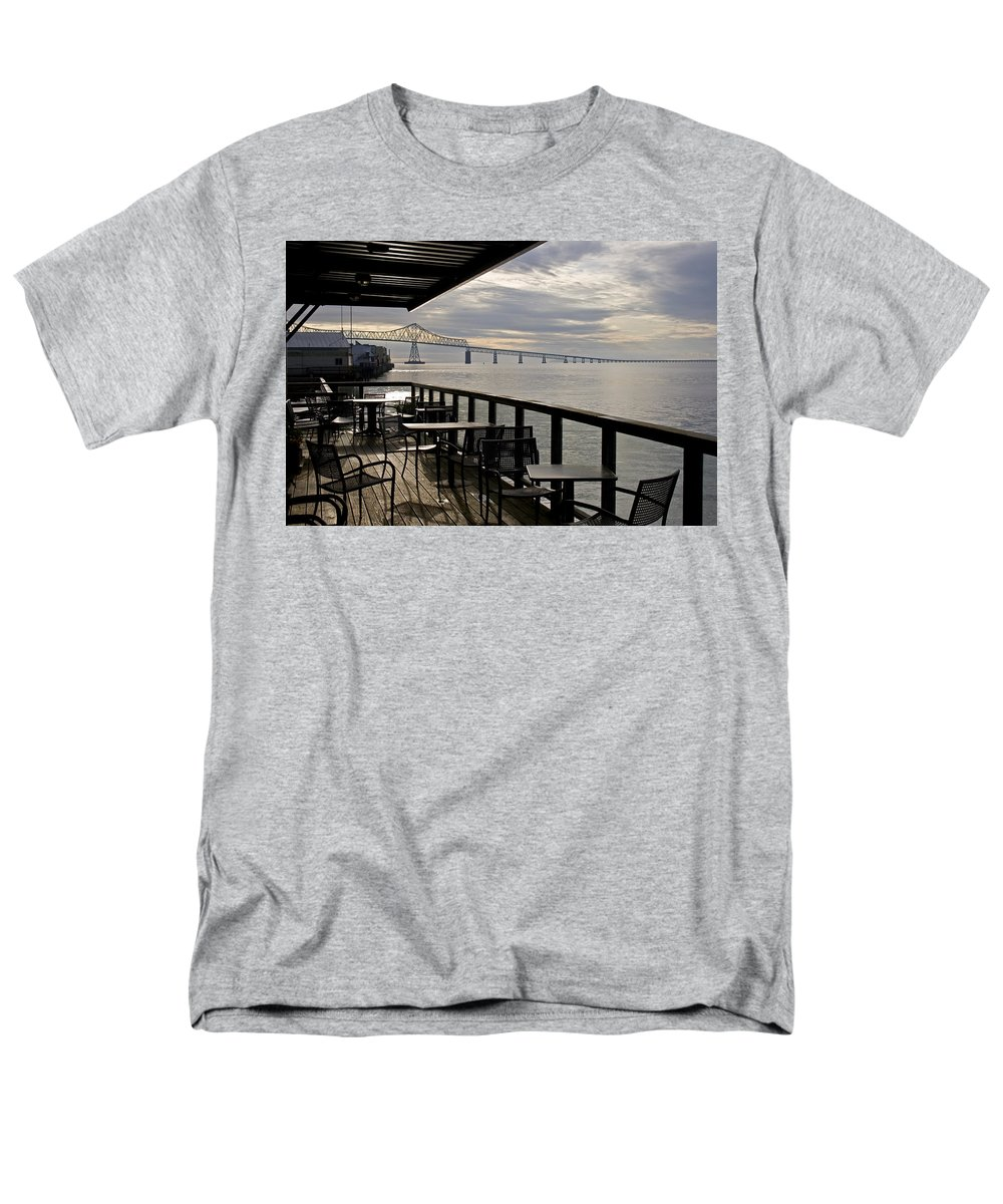 Scenic Men's T-Shirt (Regular Fit) featuring the photograph Astoria by Lee Santa
