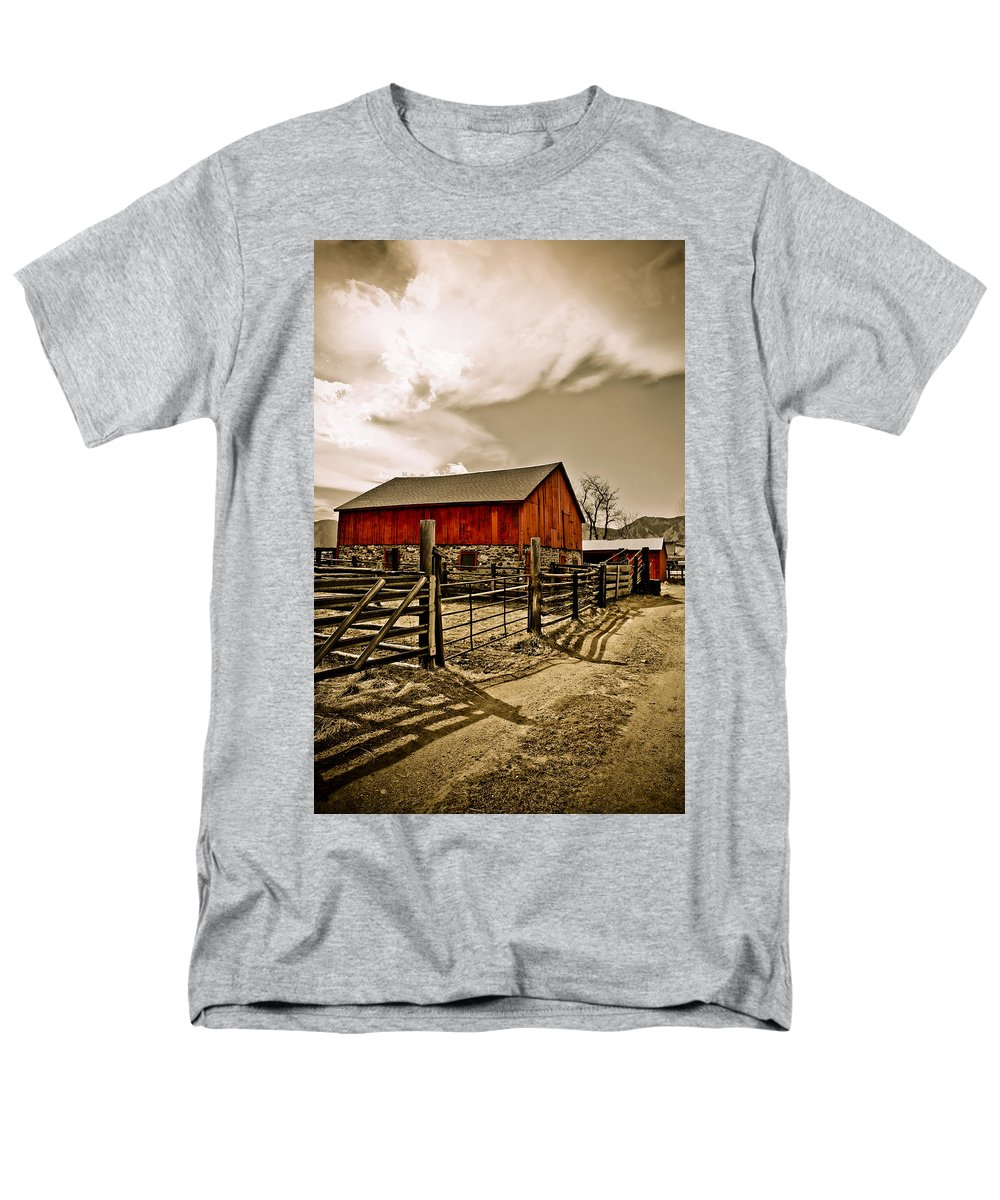 Americana Men's T-Shirt (Regular Fit) featuring the photograph Old Country Farm by Marilyn Hunt