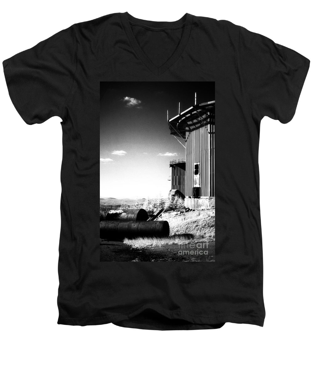 Abandoned Men's V-Neck T-Shirt featuring the photograph Abandoned Radar by Richard Rizzo