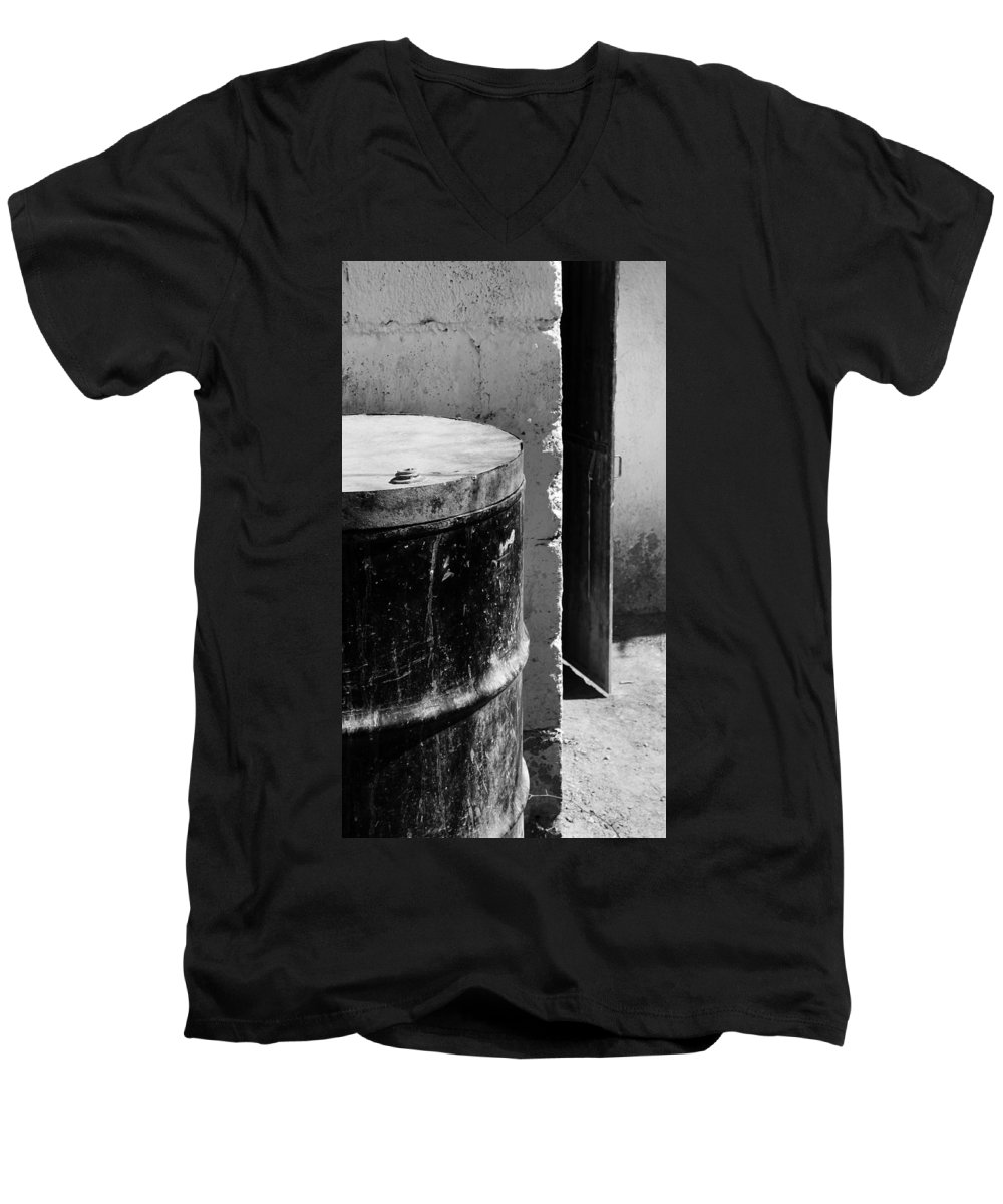 Skip Hunt Men's V-Neck T-Shirt featuring the photograph Agua by Skip Hunt