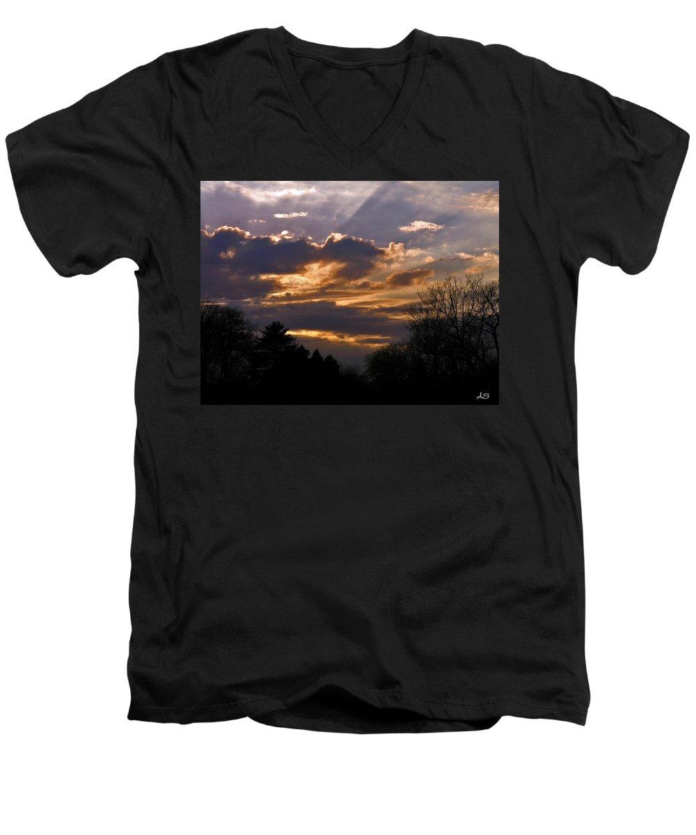 Cloud Men's V-Neck T-Shirt featuring the photograph Crown Cloud by Albert Stewart
