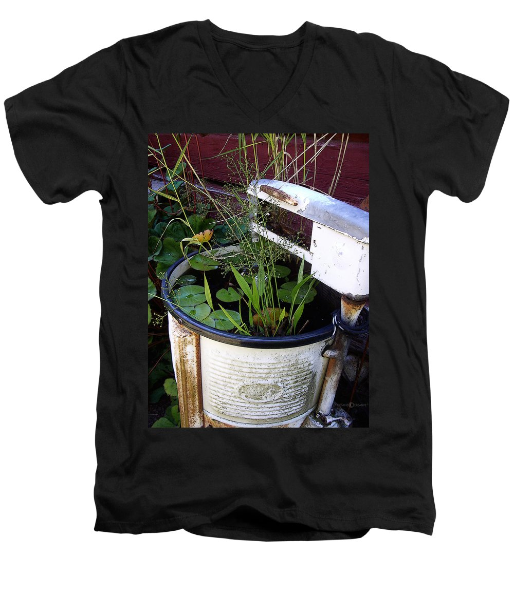 Wringer Men's V-Neck T-Shirt featuring the photograph Dead Wringer by Tim Nyberg