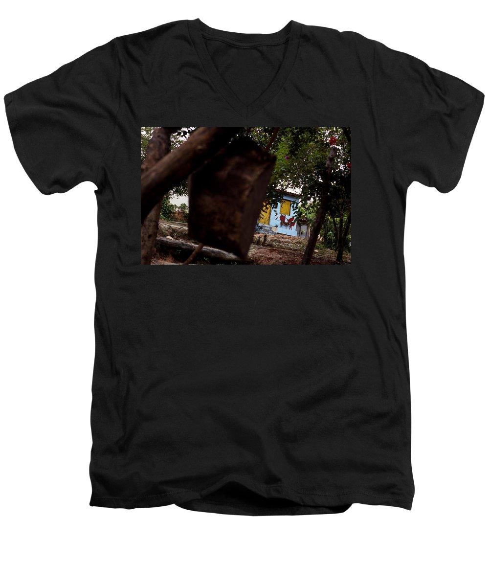 Dog Men's V-Neck T-Shirt featuring the photograph Lencois - Dog by Patrick Klauss