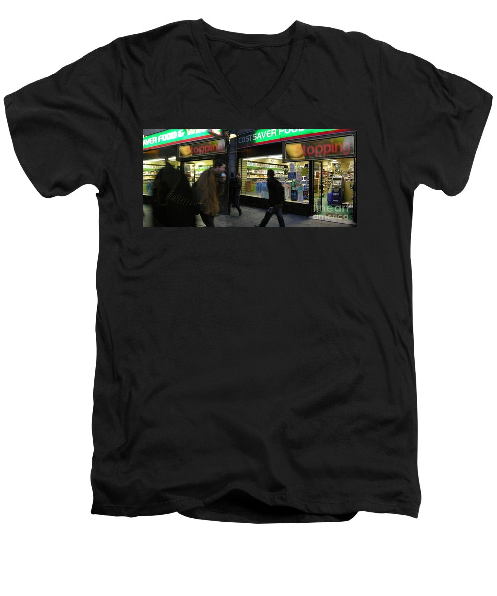 London Men's V-Neck T-Shirt featuring the photograph Stopping by Ze DaLuz