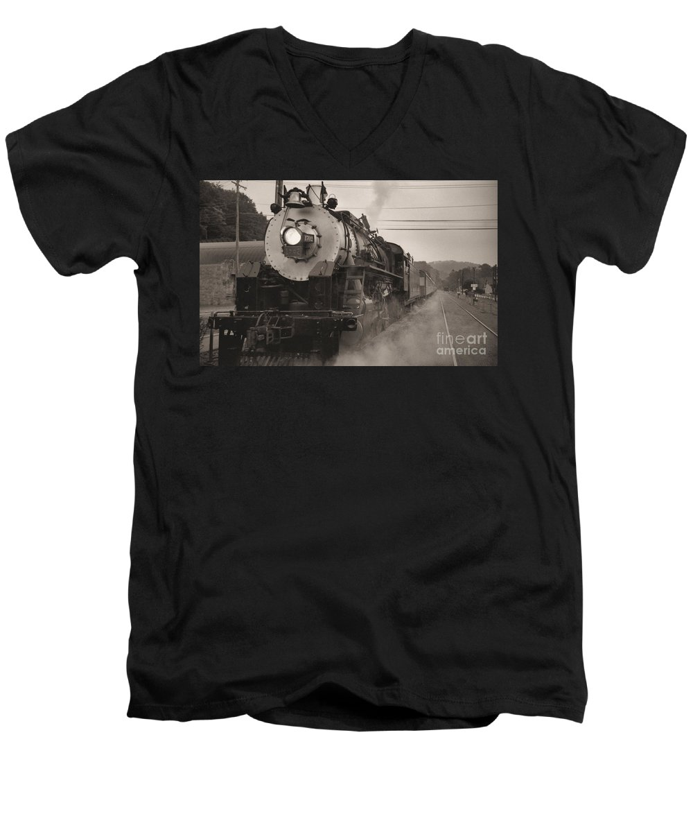 Trains Men's V-Neck T-Shirt featuring the photograph The 1702 At Dillsboro by Richard Rizzo