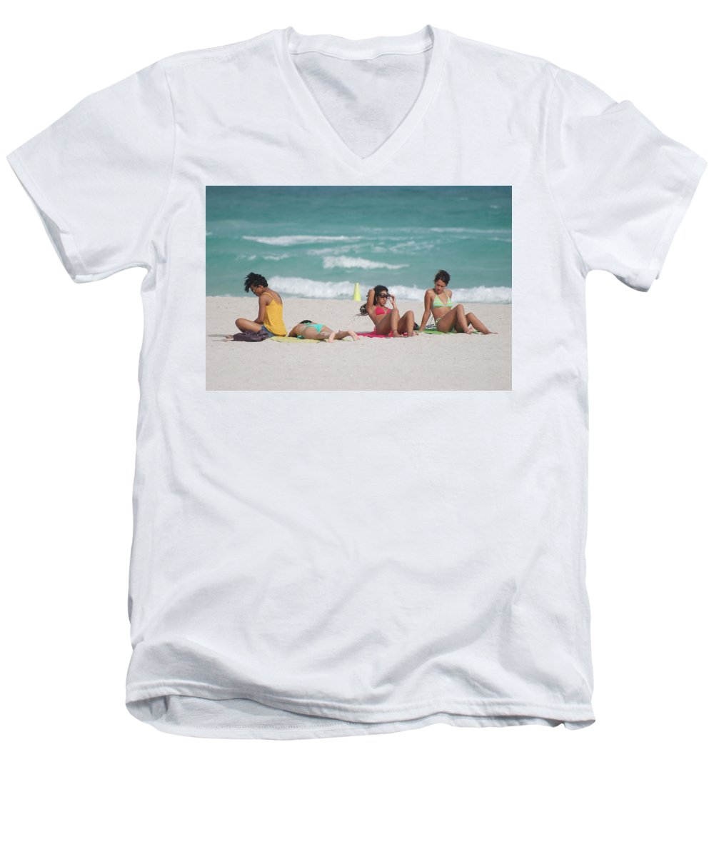 Sea Scape Men's V-Neck T-Shirt featuring the photograph 3 Up 1 Down At The Beach by Rob Hans
