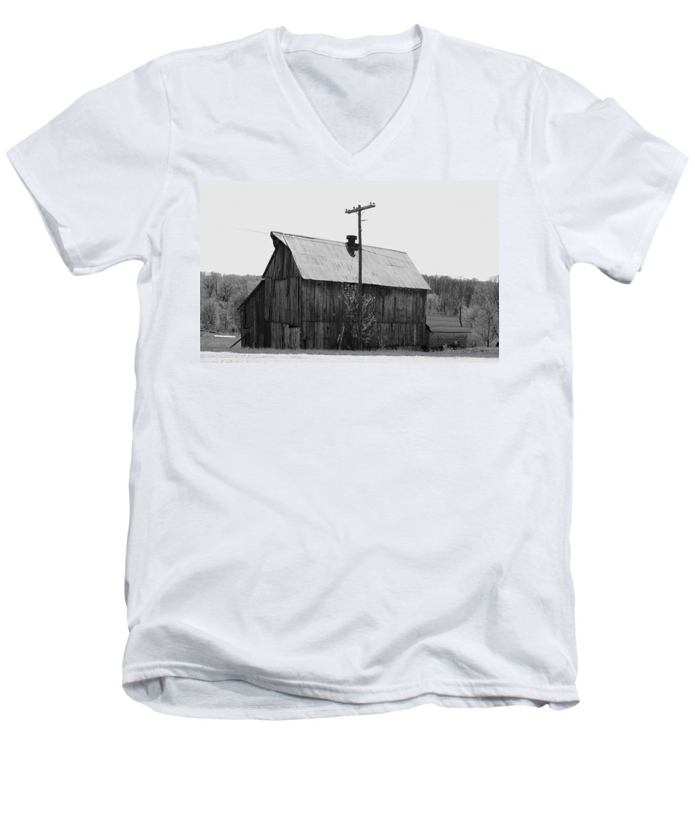 Barns Men's V-Neck T-Shirt featuring the photograph Barn On The Side Of The Road by Angus Hooper Iii
