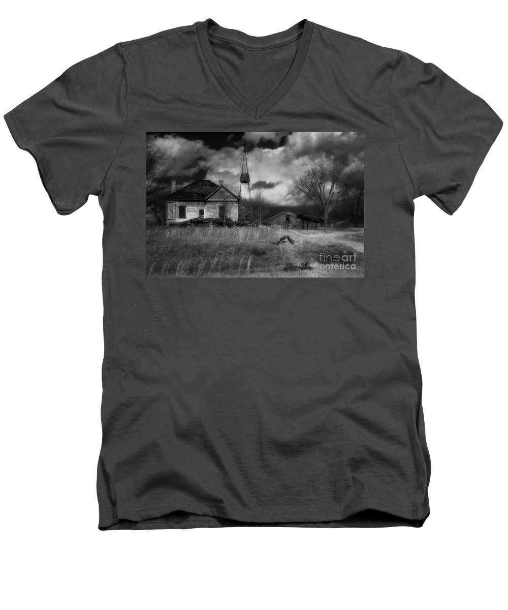 Farms Men's V-Neck T-Shirt featuring the photograph Old Georgia Farm by Richard Rizzo
