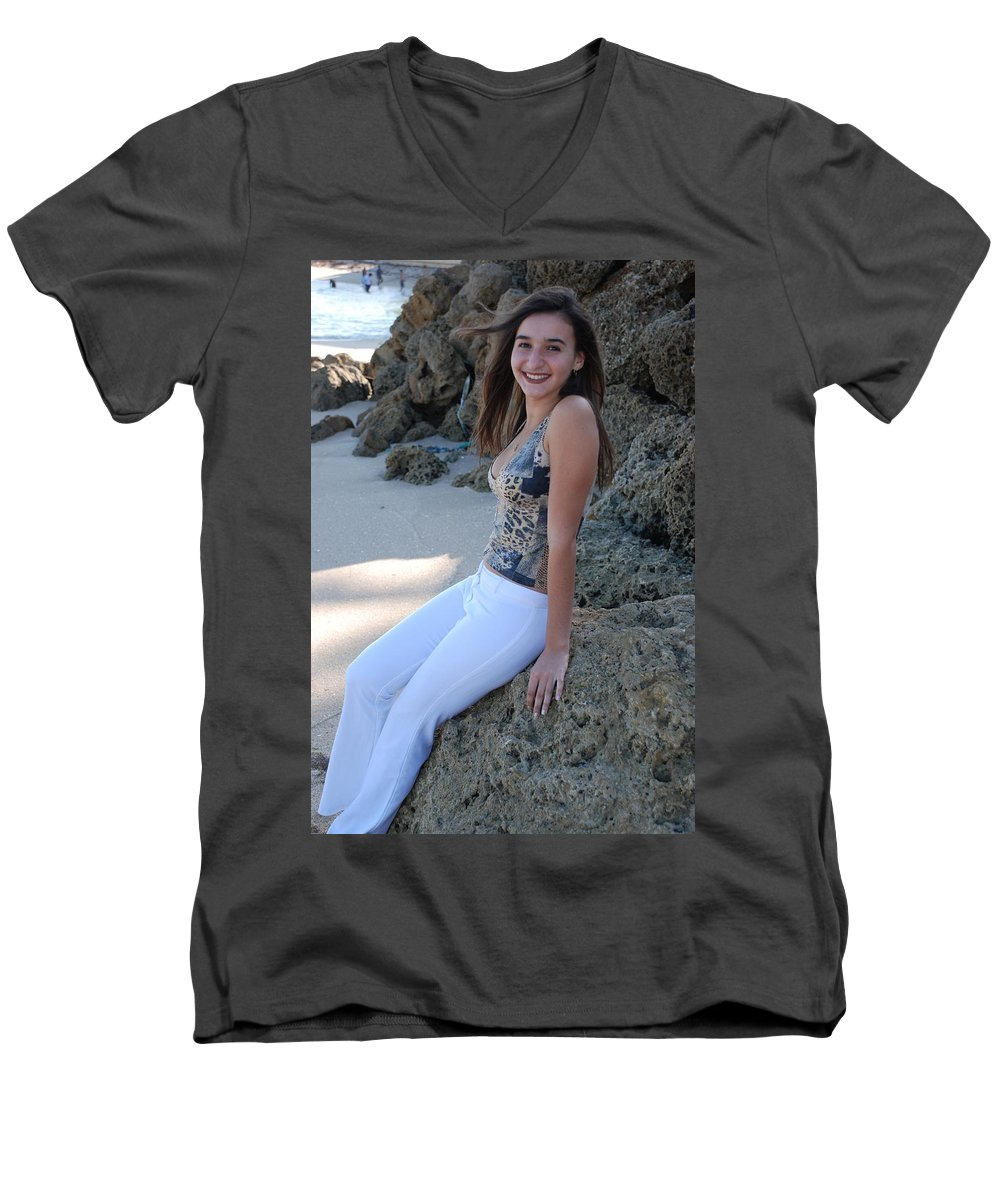 Women Men's V-Neck T-Shirt featuring the photograph Gisele by Rob Hans