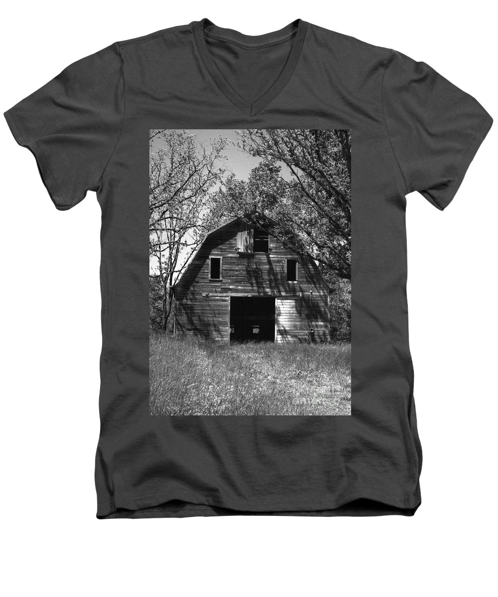 Barrns Men's V-Neck T-Shirt featuring the photograph Old Cedar Barn by Richard Rizzo
