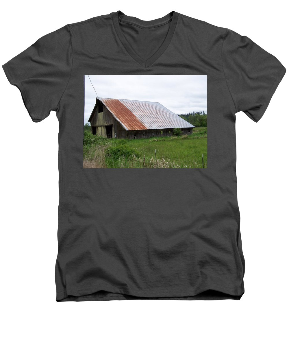Barn Men's V-Neck T-Shirt featuring the photograph Old Tin Roof Barn Washington State by Laurie Kidd