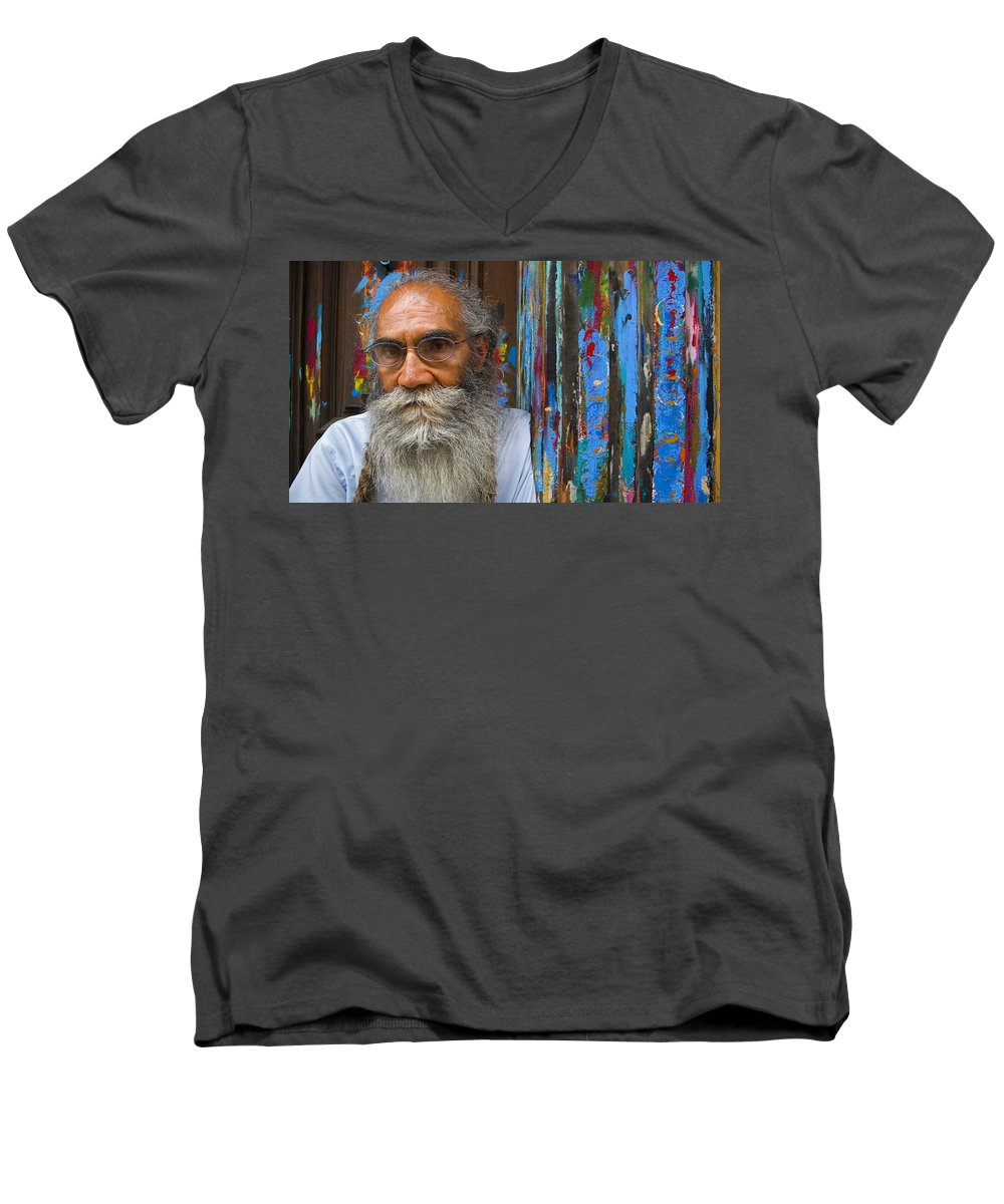 Architecture Men's V-Neck T-Shirt featuring the photograph Orizaba Painter by Skip Hunt