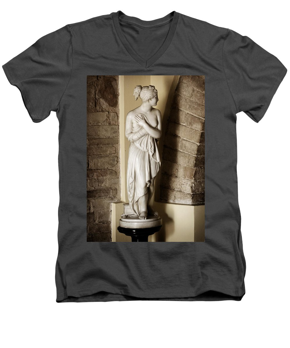 Statue Men's V-Neck T-Shirt featuring the photograph Peering Woman by Marilyn Hunt