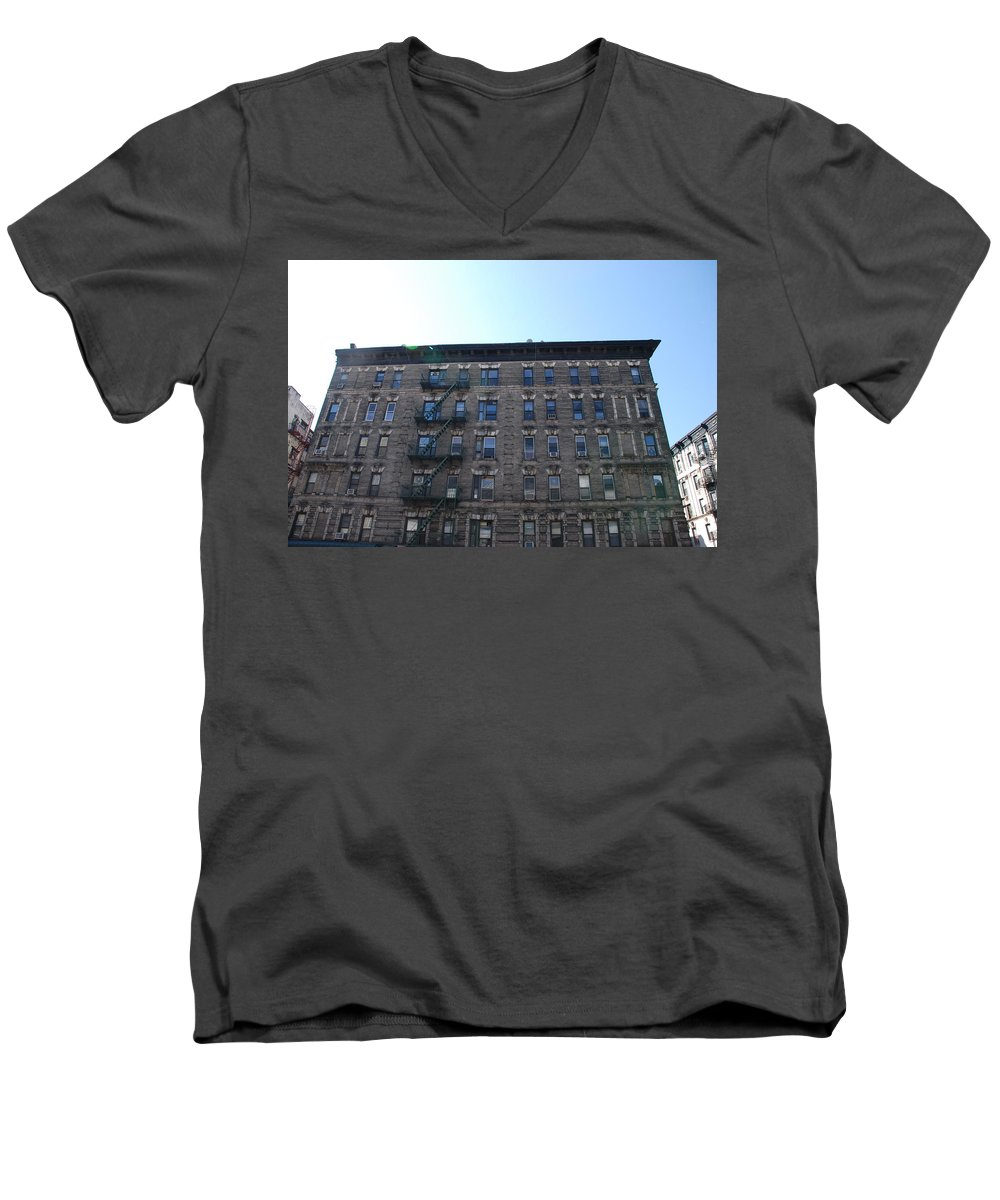 Architecture Men's V-Neck T-Shirt featuring the photograph Physical Graffitti by Rob Hans