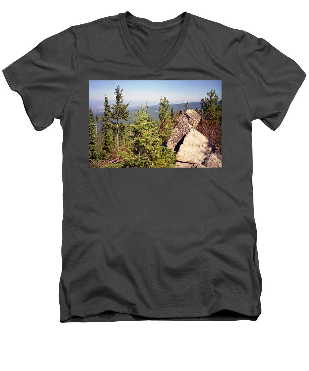 Landscapes Men's V-Neck T-Shirt featuring the photograph The Star Gazer by Richard Rizzo