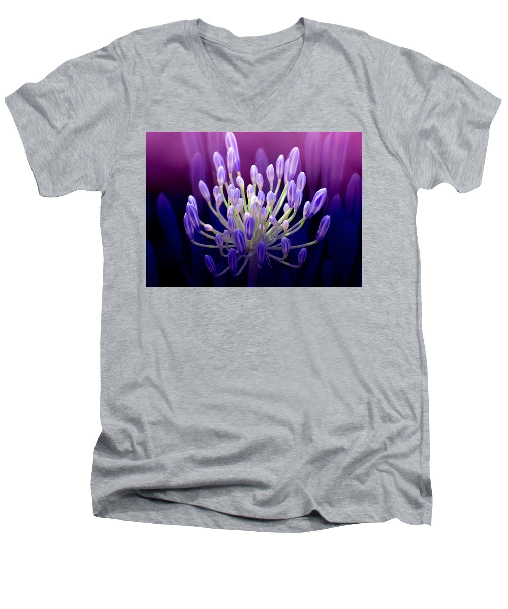 Agapanthus Men's V-Neck T-Shirt featuring the photograph Praise by Holly Kempe