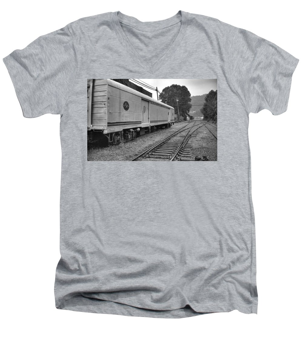 Trains Men's V-Neck T-Shirt featuring the photograph American Federail by Richard Rizzo