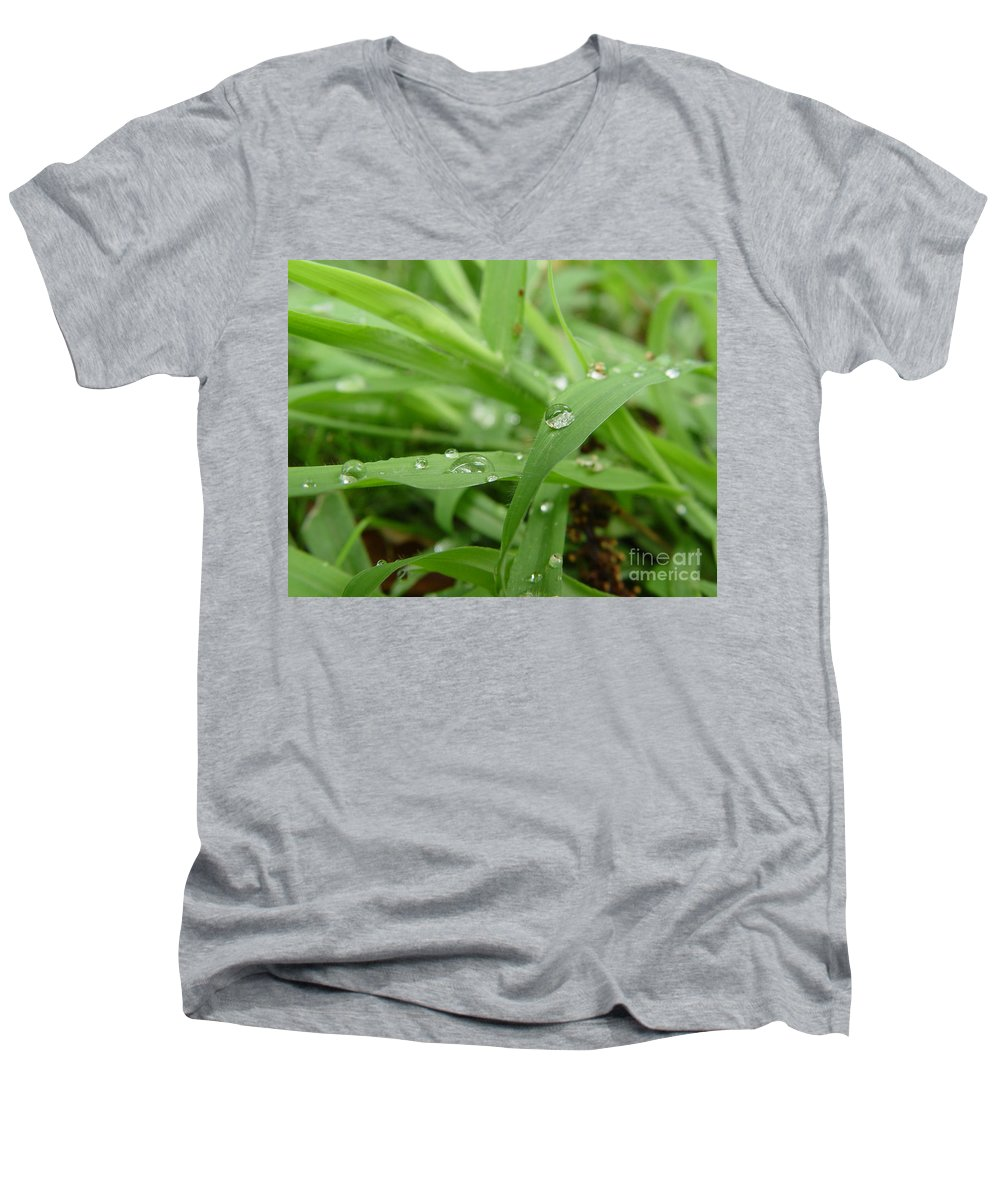 Water Droplet Men's V-Neck T-Shirt featuring the photograph Droplets 02 by Peter Piatt