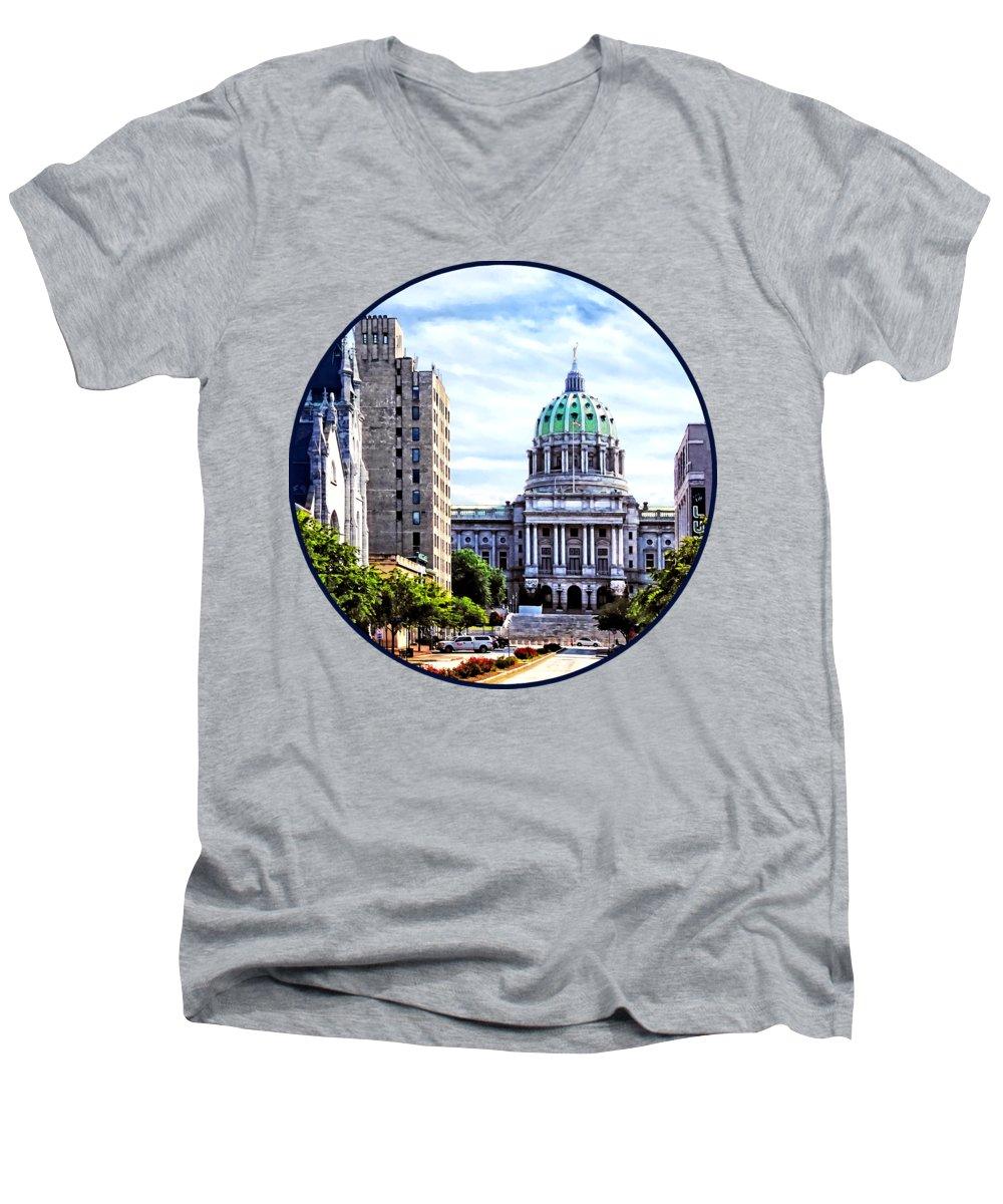 Capitol Building V-Neck T-Shirts