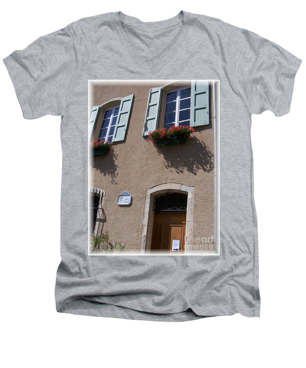House Men's V-Neck T-Shirt featuring the photograph Un Maison by Nadine Rippelmeyer