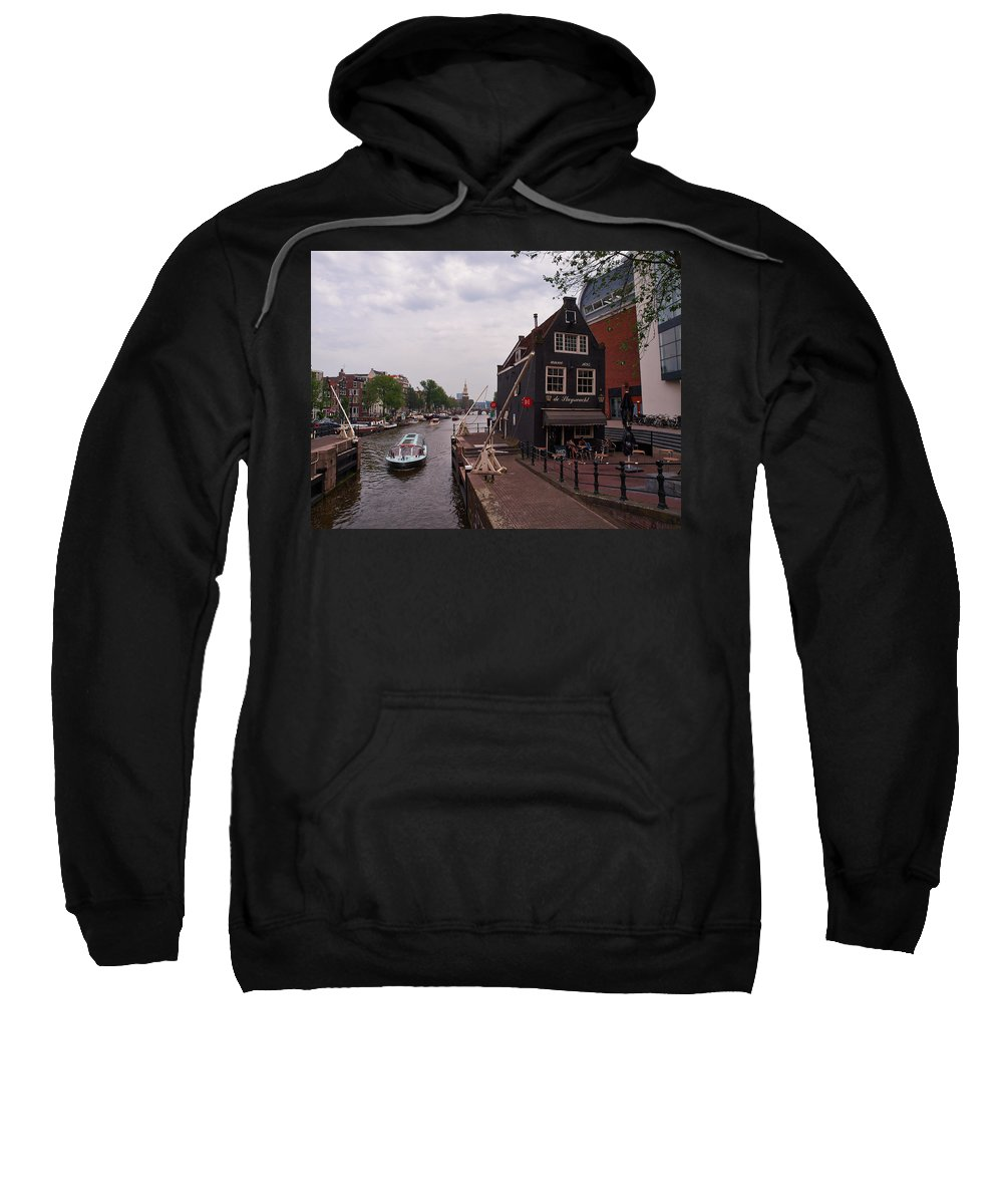 Alankomaat Sweatshirt featuring the photograph de Sluyswacht Amsterdam by Jouko Lehto