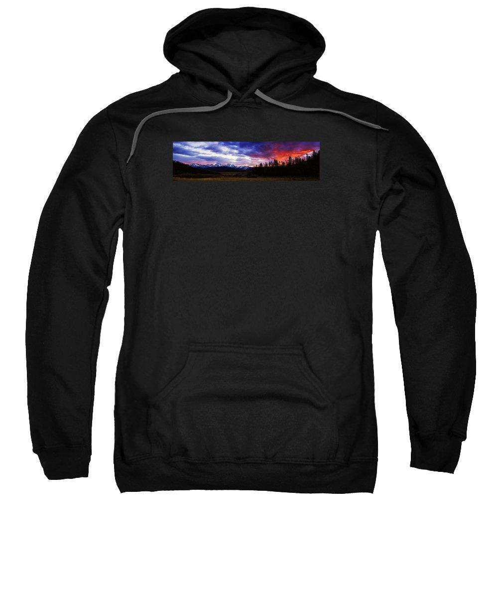 Sawtooth Mountain Range Sweatshirt featuring the photograph Sawtooth Sunset Panorama by Vishwanath Bhat