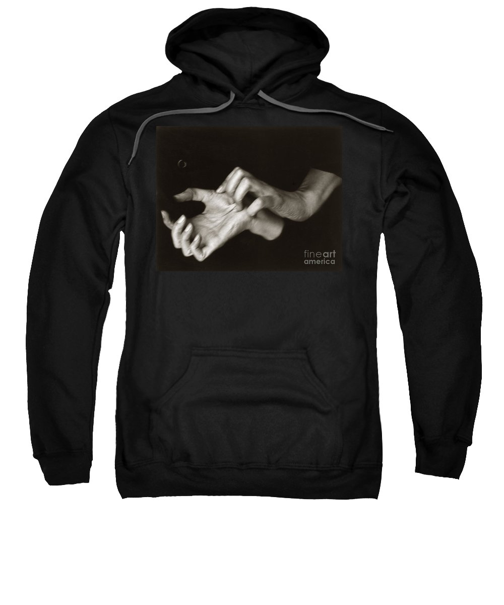 1918 Sweatshirt featuring the photograph Georgia Okeeffe (1887-1986) by Granger