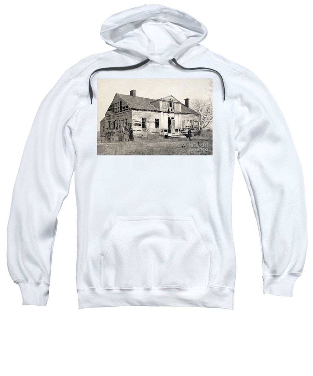 1866 Sweatshirt featuring the photograph Civil War: Shirley House by Granger