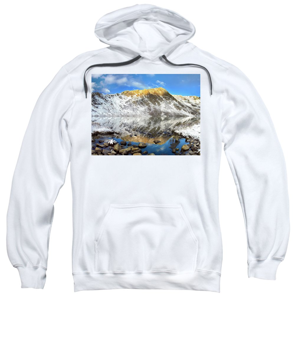 Alpenglow Sweatshirt featuring the photograph Geissler Mountain In Linkins Lake by Tim Fitzharris