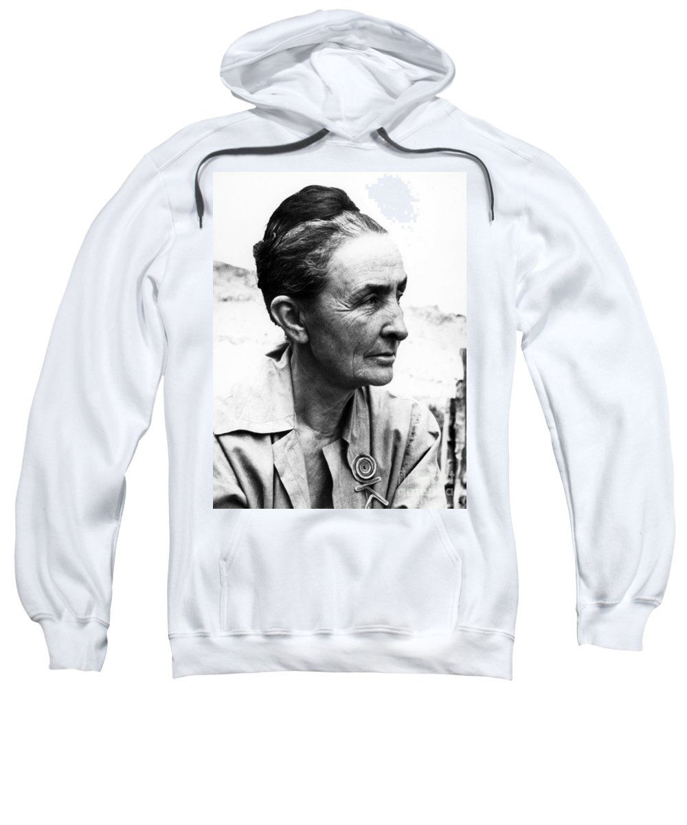 1962 Sweatshirt featuring the photograph Georgia Okeeffe (1887-1986) by Granger