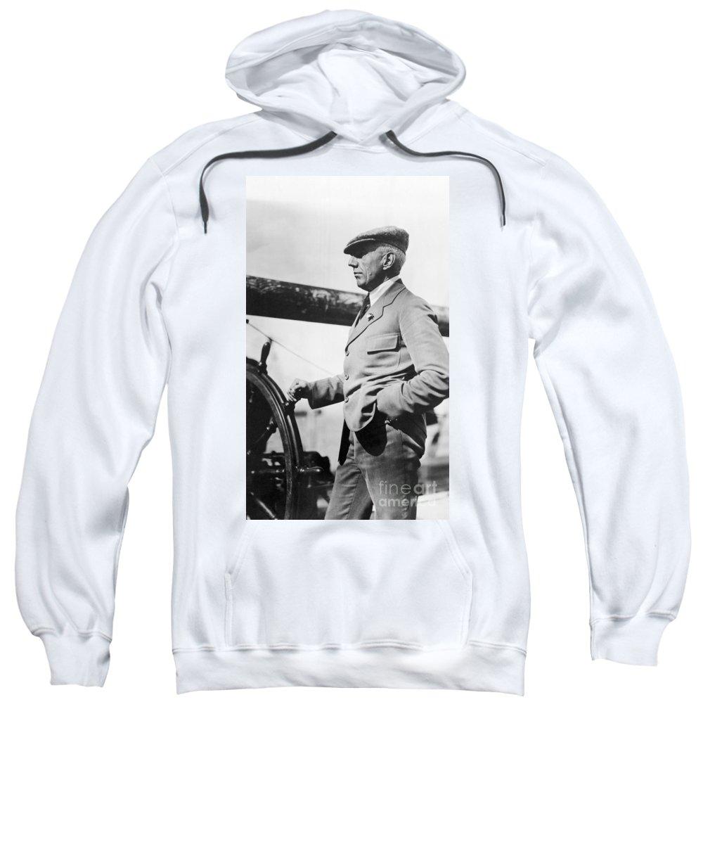 1920 Sweatshirt featuring the photograph Roald Amundsen (1872-1928) by Granger