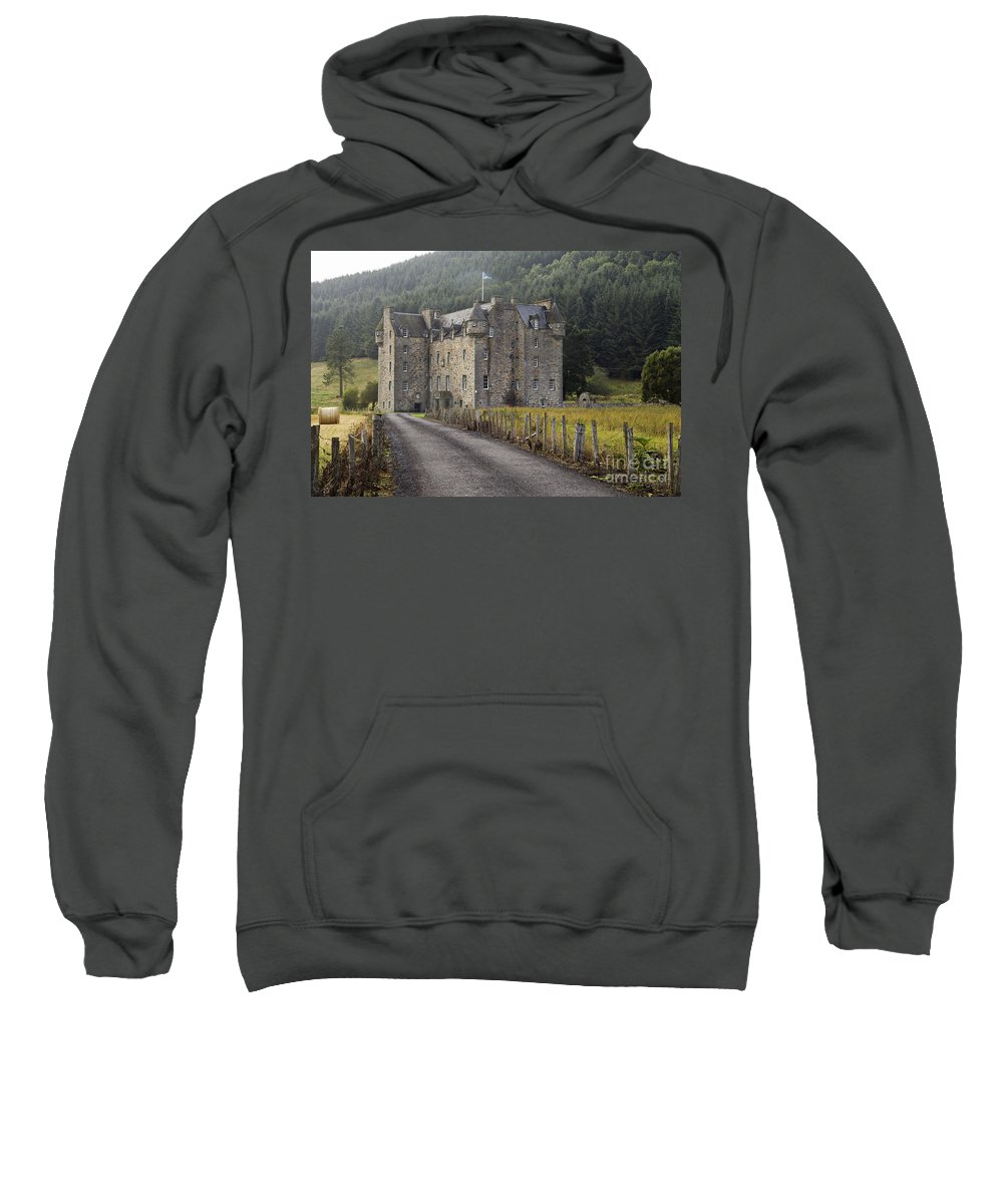 Road Sweatshirt featuring the photograph Castle Menzies - D002545 by Daniel Dempster