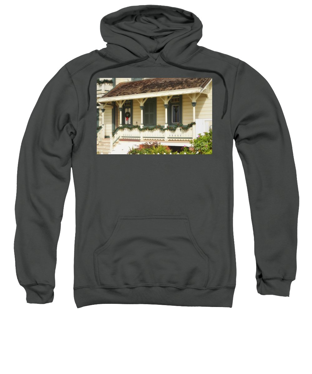 Point Fermin Lighthouse Sweatshirt featuring the photograph Point Fermin Lighthouse Christmas Porch by Donna Greene