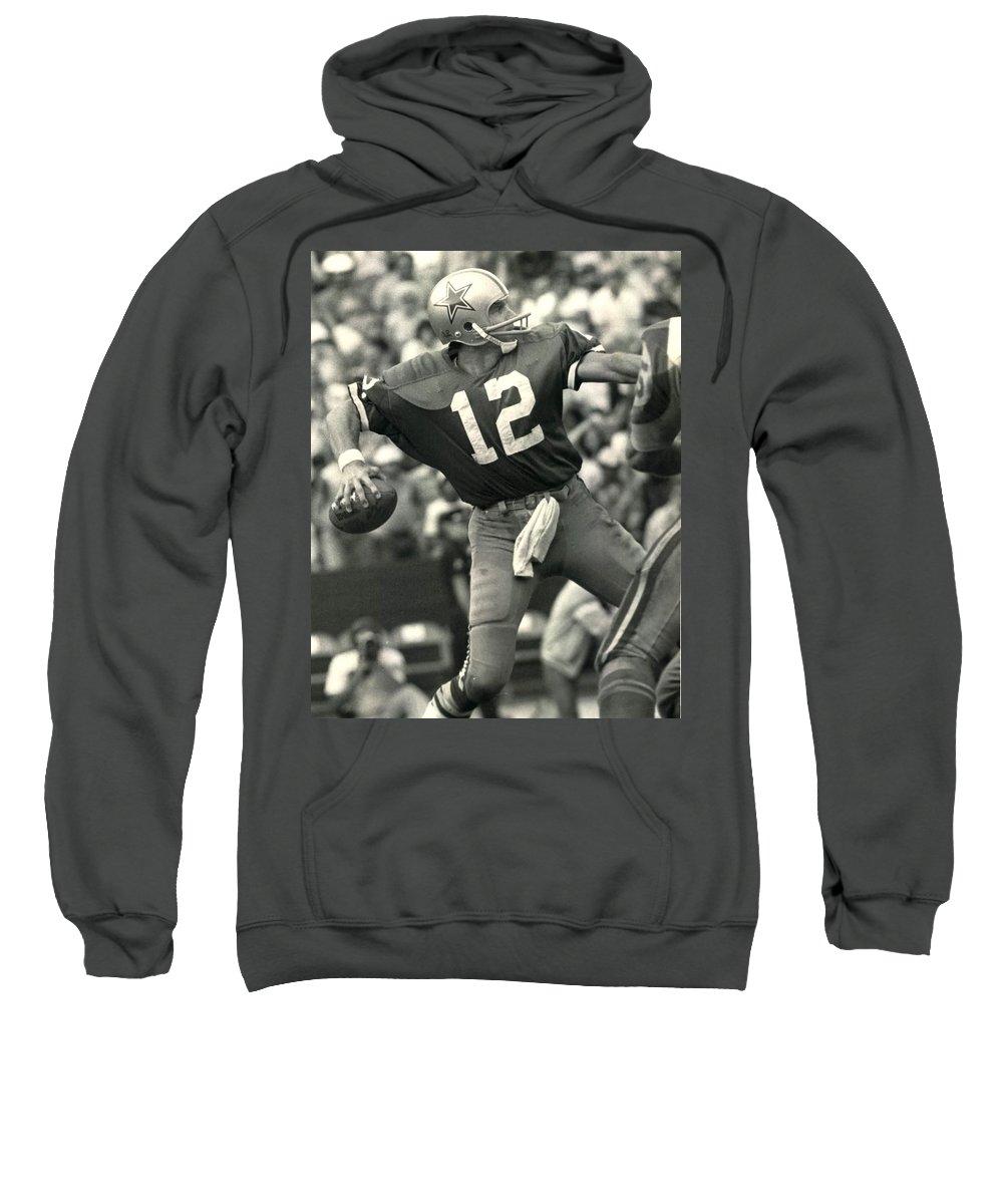 low priced 3317c 07778 Roger Staubach Vintage Nfl Poster Sweatshirt