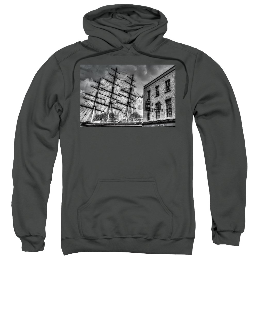 Cutty Sark Sweatshirt featuring the photograph The Cutty Sark And Gipsy Moth Pub Greenwich by David Pyatt