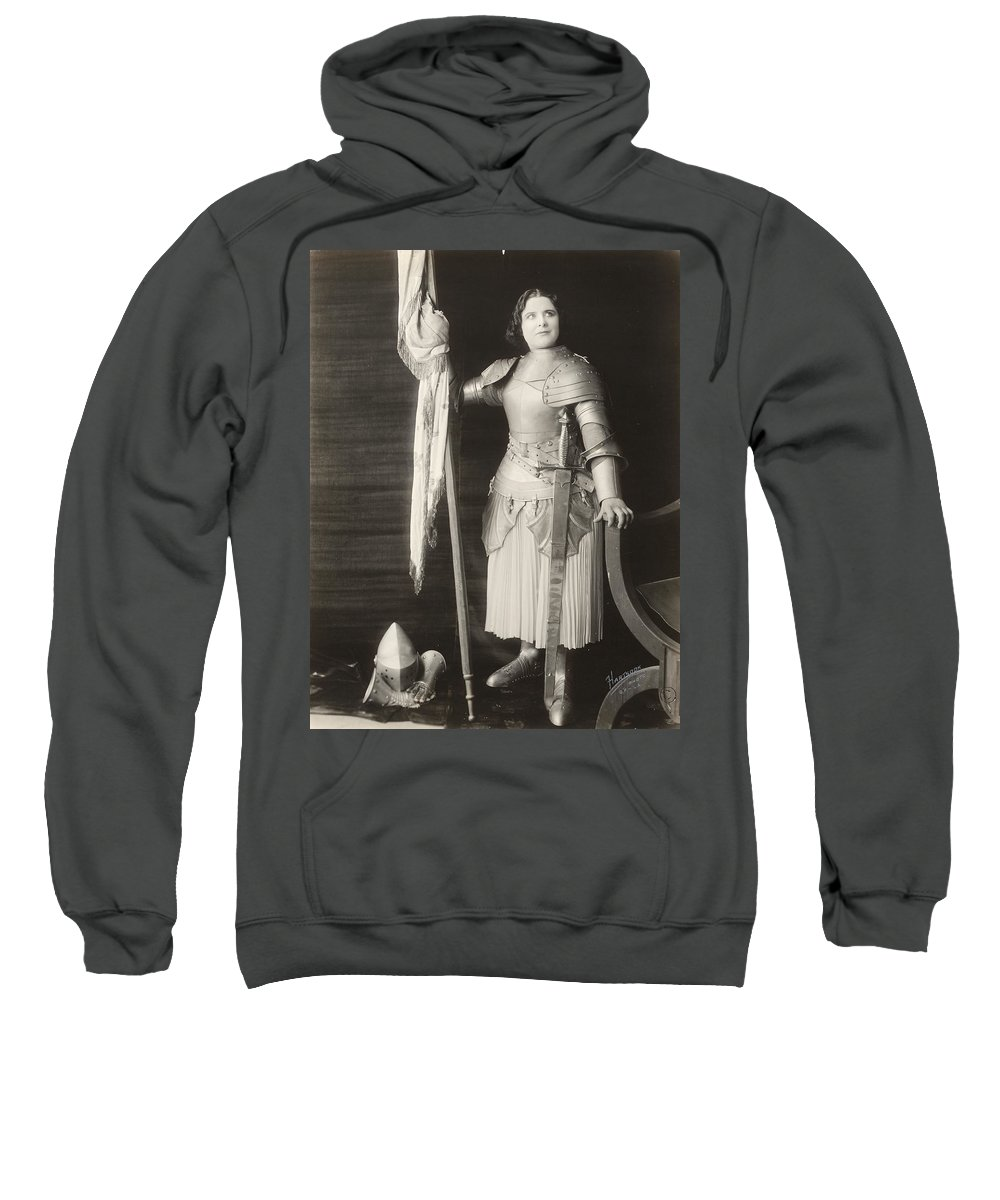 1916 Sweatshirt featuring the photograph Geraldine Farrar (1882-1967) by Granger