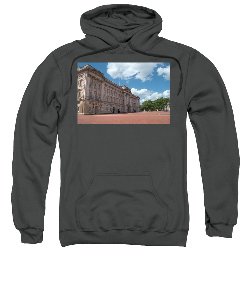 Buckingham Sweatshirt featuring the photograph Buckingham Palace by Chris Day