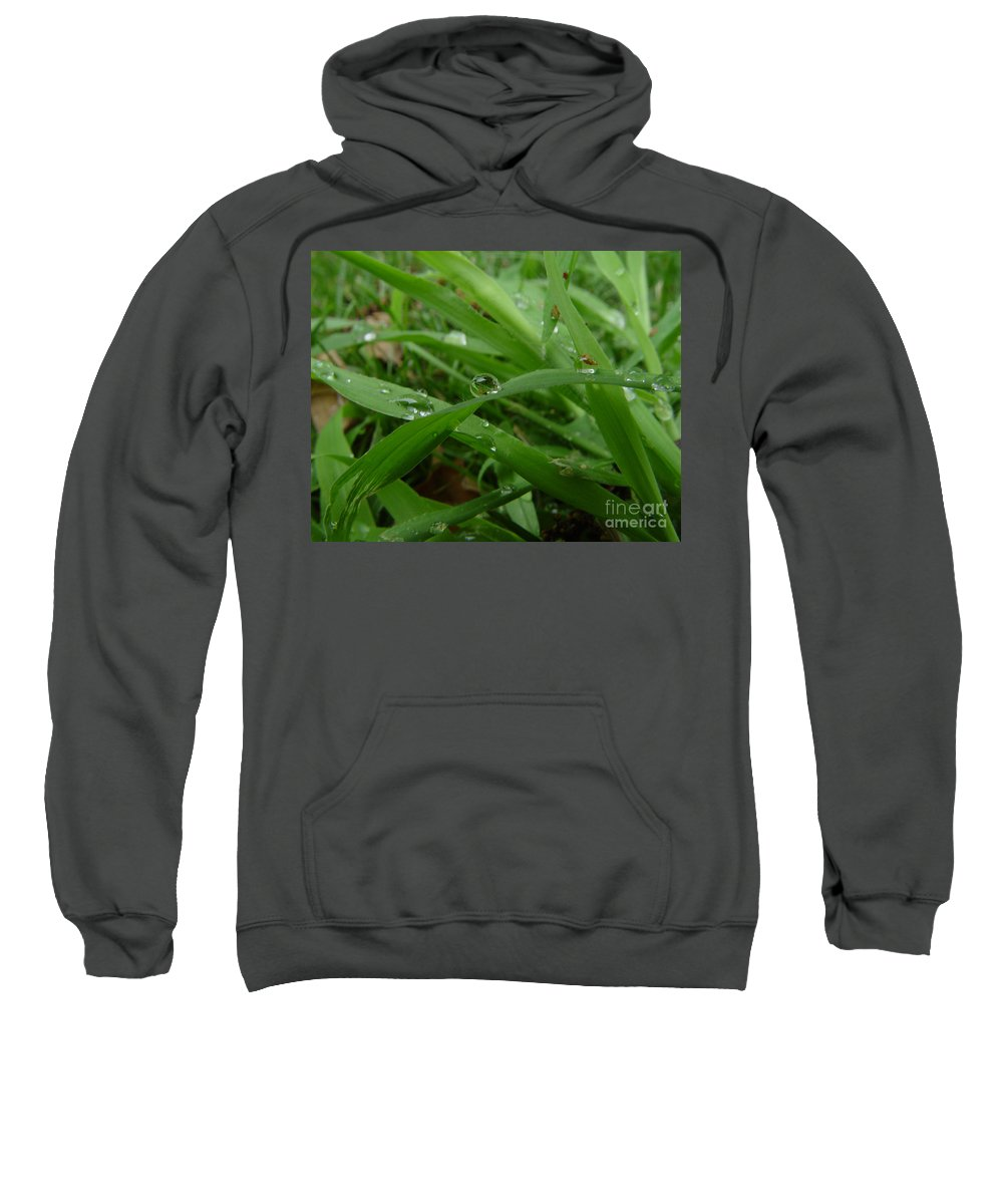 Water Droplet Sweatshirt featuring the photograph Droplets 01 by Peter Piatt