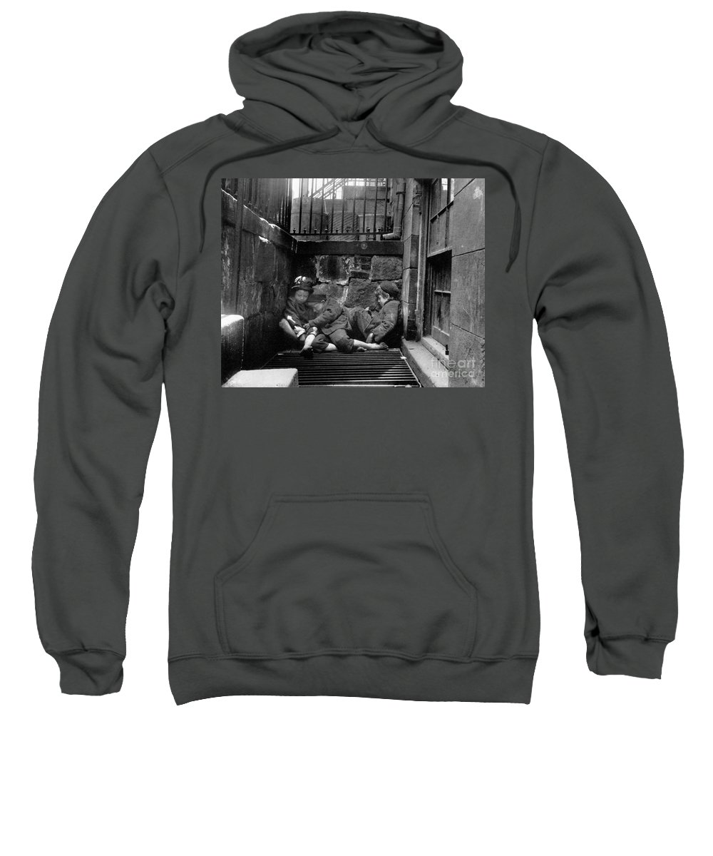 1901 Sweatshirt featuring the photograph Riis: New York, 1901 by Granger