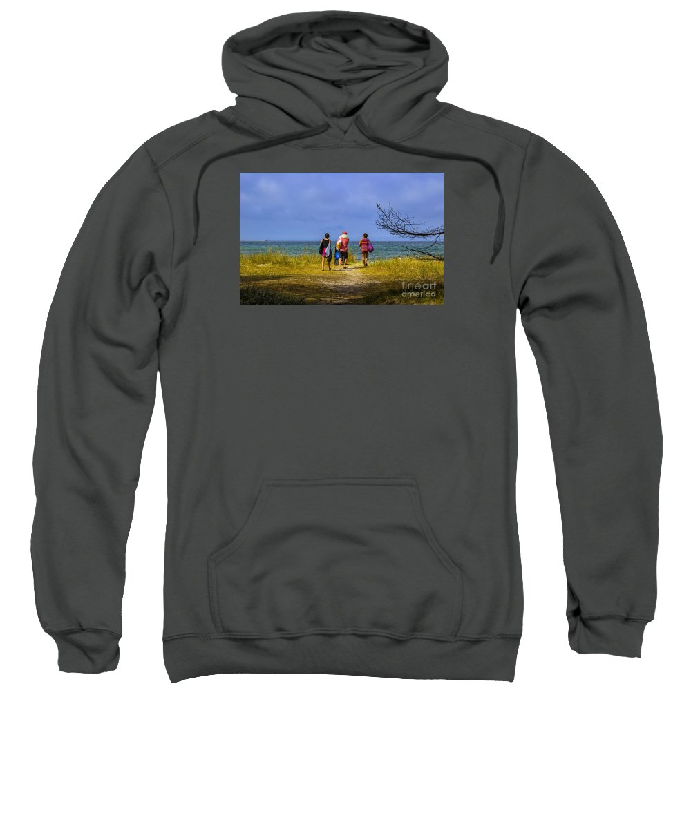 People Sweatshirt featuring the photograph To The Beach by Roberta Bragan