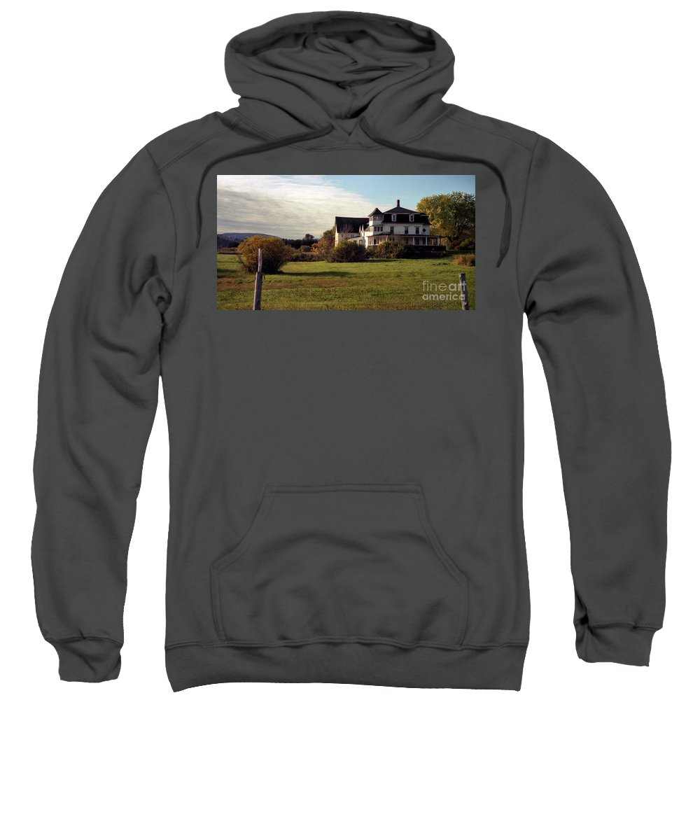 Vermont Sweatshirt featuring the photograph Vermont Farmhouse by Richard Rizzo